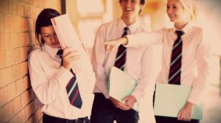 ребенка избивают в школе