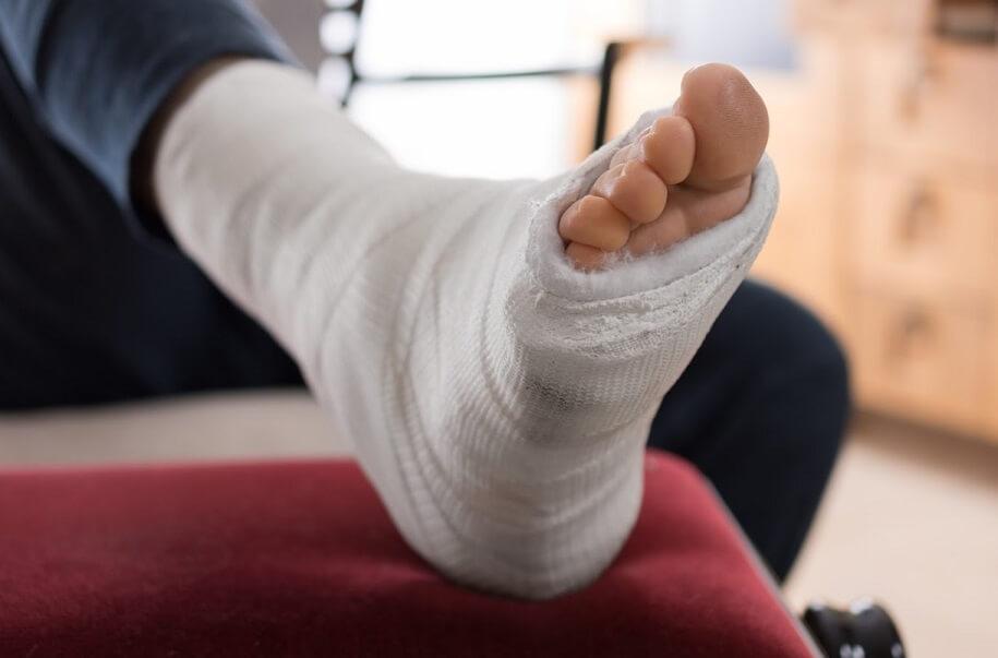 Получил травму на предприятии - как работодатель должен оплачивать больничный