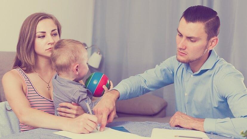 Как относится суд по алиментам если бросил жену с грудным ребенком