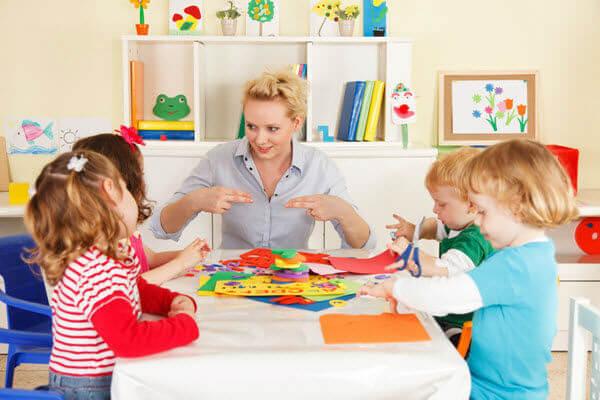Жалоба на воспитателя детского сада от родителей: куда жаловаться на дошкольное учреждение, образец коллективной докладной при конфликтах