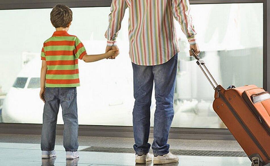 Выезд несовершеннолетнего за границу только с одним родителем