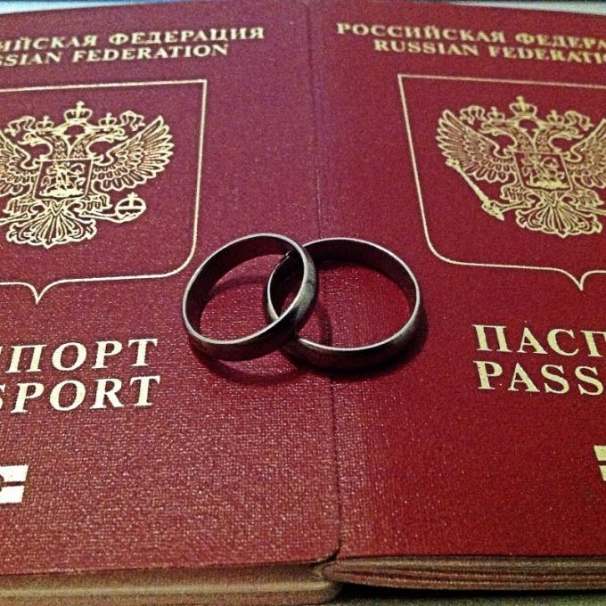 Действует ли загранпаспорт со старой девичьей фамилией