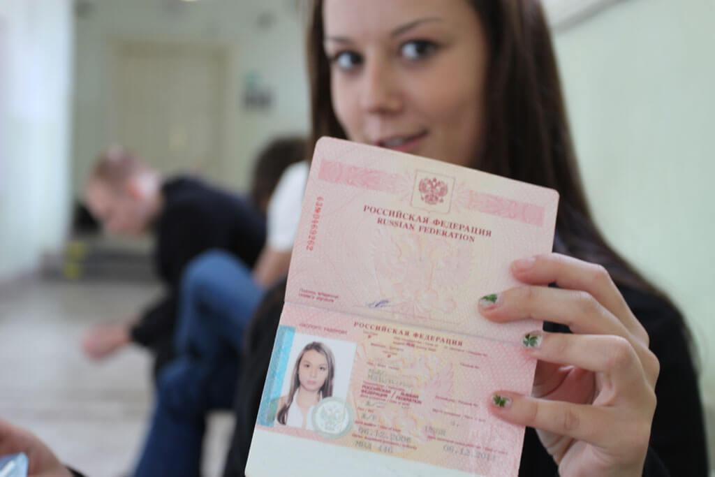 Особенности получения загранпаспорта для несовершеннолетних по доверенности