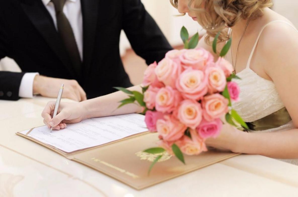 Свидетельство о заключении брака: как выглядит документ, какие содержит пункты