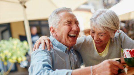 Счастливые пенсионеры на заслуженном отдыхе