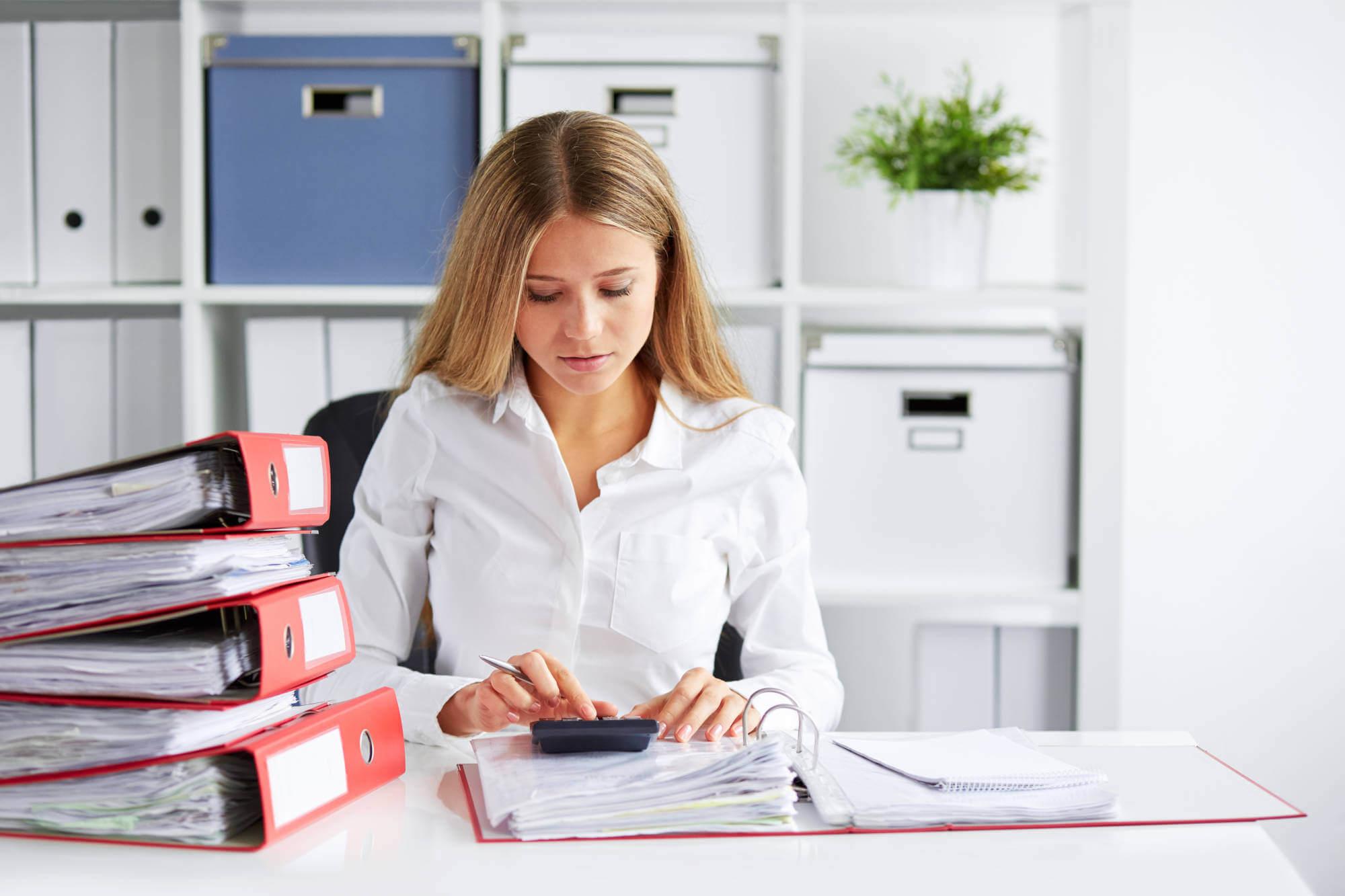 Обязанности кадрового делопроизводителя по документообороту